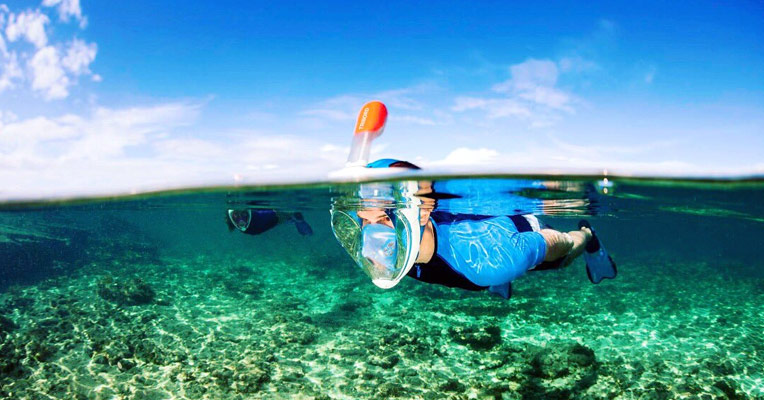 How does a snorkel mask work under water