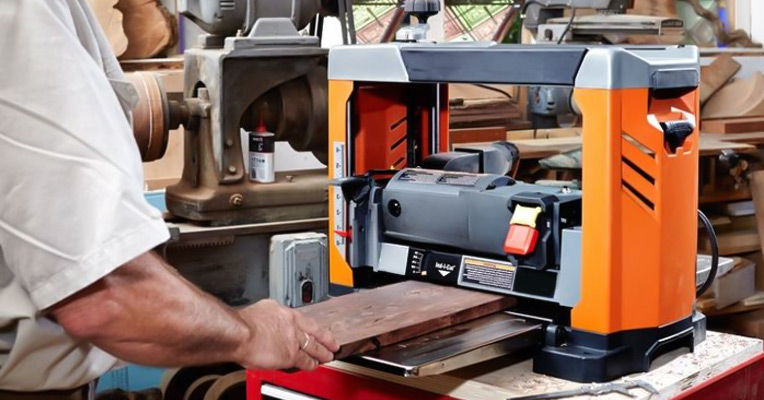 What does a planer do