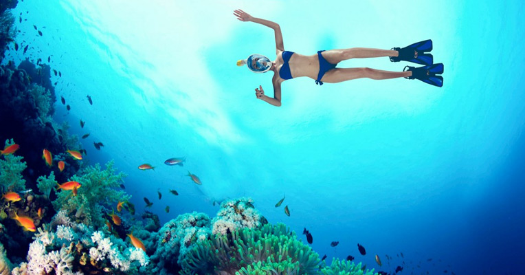 Breathing underwater with a dry snorkel