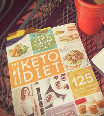 Review of Leanne Vogel The Keto Diet: The Complete Guide to a High-Fat Diet, with More Than 125 Delectable Recipes and 5 Meal Plans