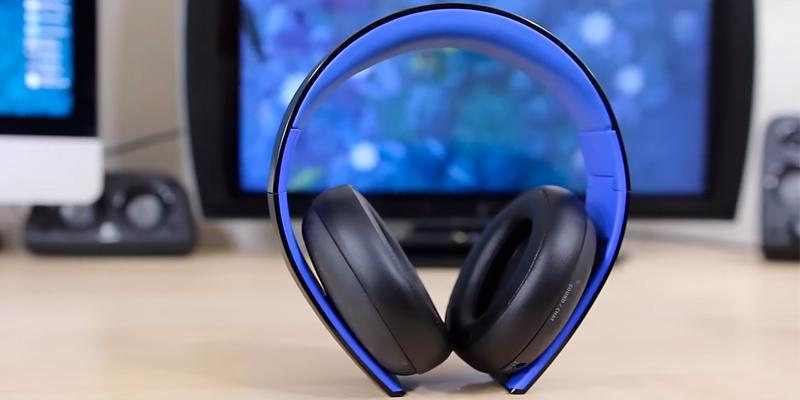 PlayStation Gold Wireless Stereo Gaming Headset in the use