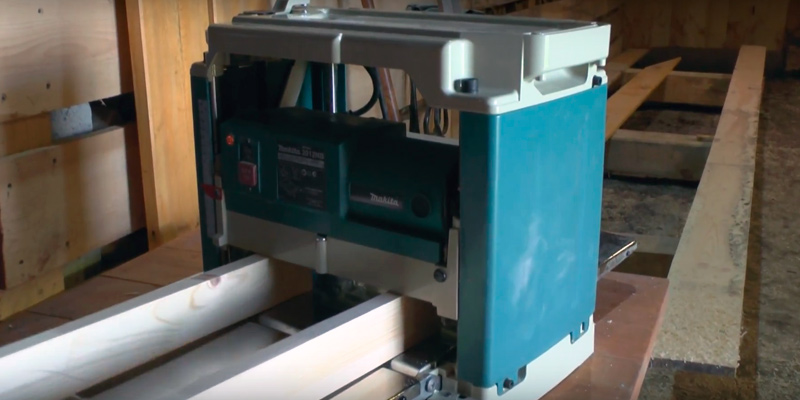 Makita 2012-NB Planer with Interna-Lok Automated Head Clamp in the use