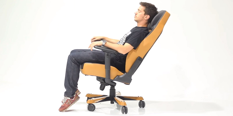 DXRacer DOH/CE120/N Ergonomic Computer Chair in the use