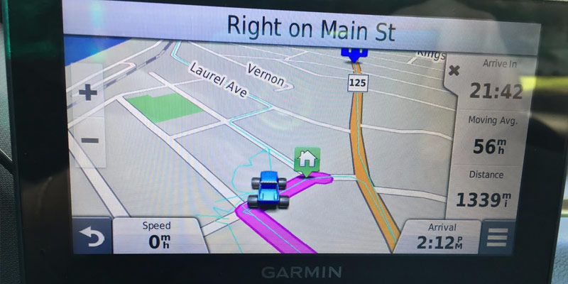 Garmin nüvi 2789LMT Portable Bluetooth Vehicle GPS with Lifetime Maps in the use