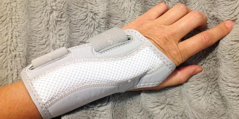 Wellgate for Women PerfectFit Wrist Support in the use