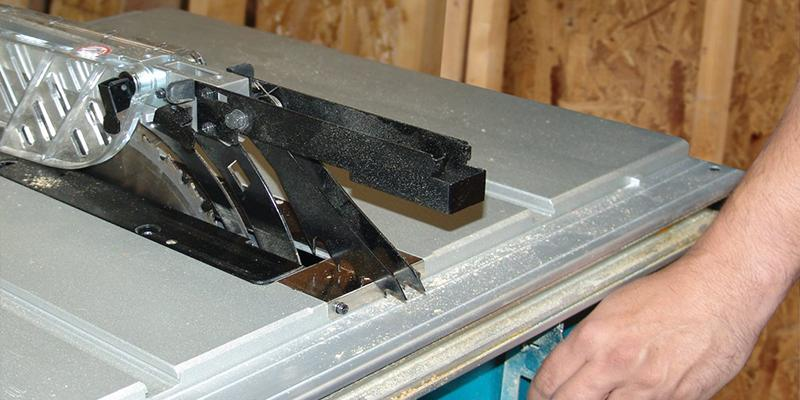 Makita 2705 10-Inch Contractor Table Saw in the use