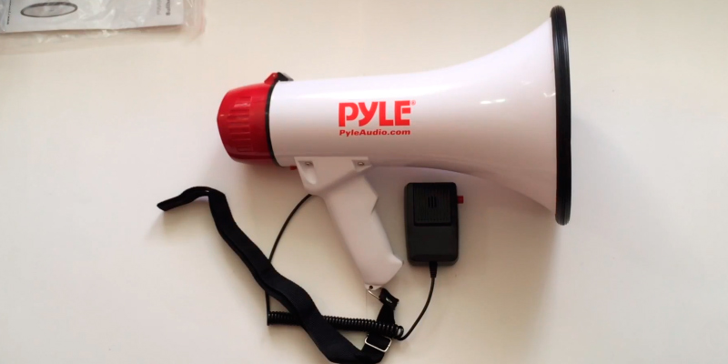 Review of Pyle PMP40 Megaphone Speaker PA Bullhorn W Built-in Siren