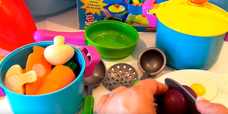 Small World Toys Living - Young Chef Cookware Playset in the use