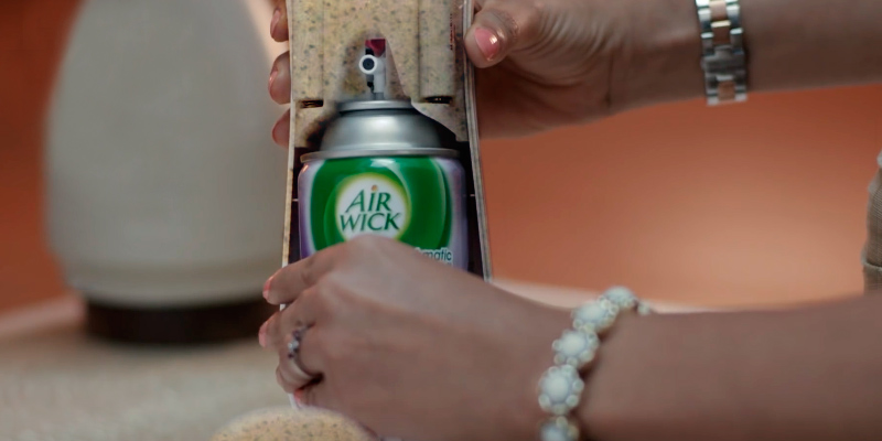 Review of Air Wick ASA-151 Freshmatic Automatic Spray Air Freshener Dispenser
