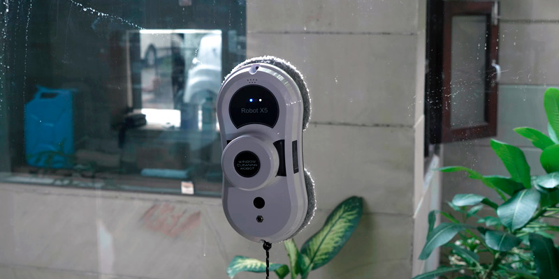 Sophinique X5 Smart Window Cleaner Robot in the use