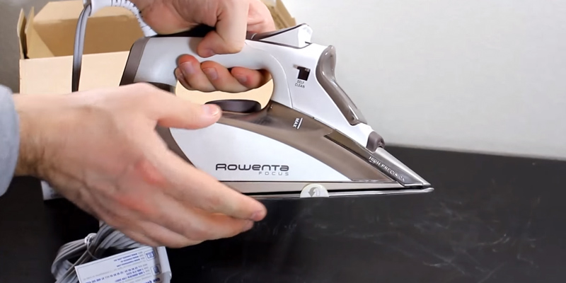 Rowenta DW5080 Focus Steam Iron in the use