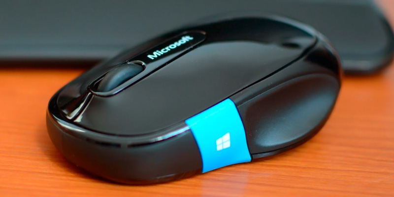 Microsoft H3S-00001 Sculpt Comfort Bluetooth Mouse in the use