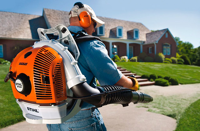 Comparison of Backpack Blowers to Clean Your Lawn