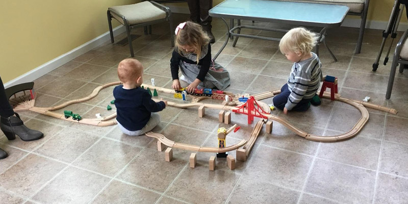 Detailed review of Melissa & Doug Deluxe Wooden Railway Set