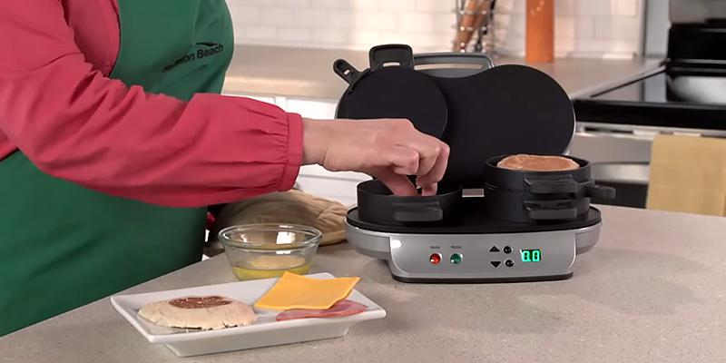 Hamilton Beach 25490A Dual Breakfast Sandwich Maker in the use