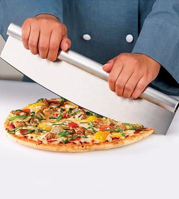Review of Checkered Chef SYNCHKG080476 Pizza Cutter