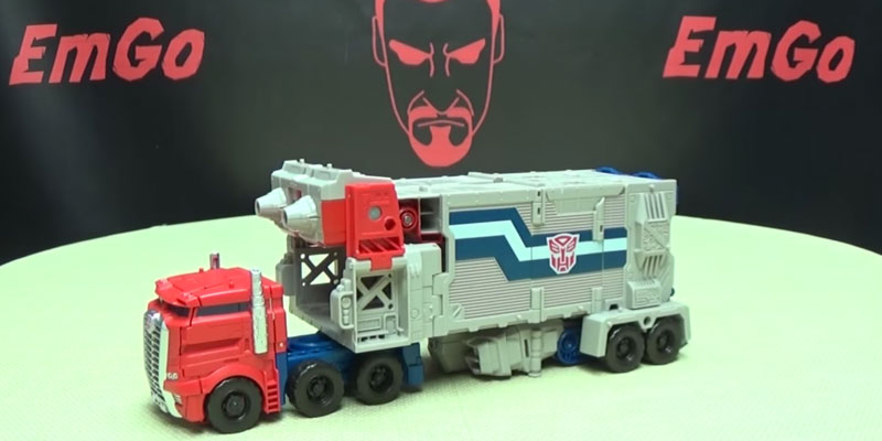 Optimus Prime Generations Leader Powermaster Transformer in the use