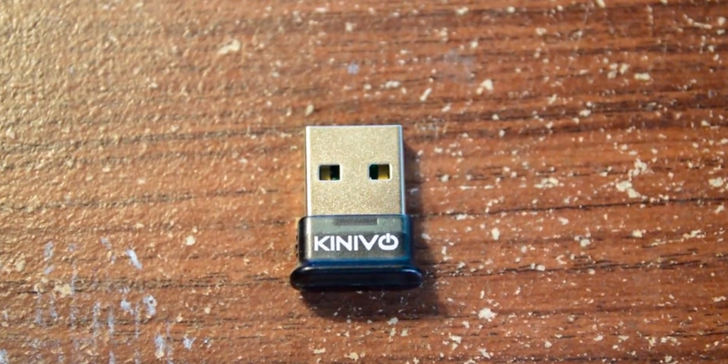 Kinivo BTD-400 Bluetooth USB Adapter in the use