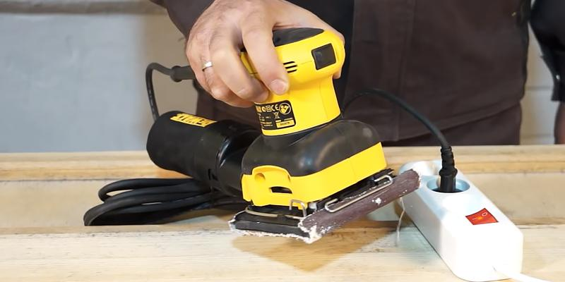 Detailed review of DEWALT D26441K Orbital 1/4-Sheet Sander