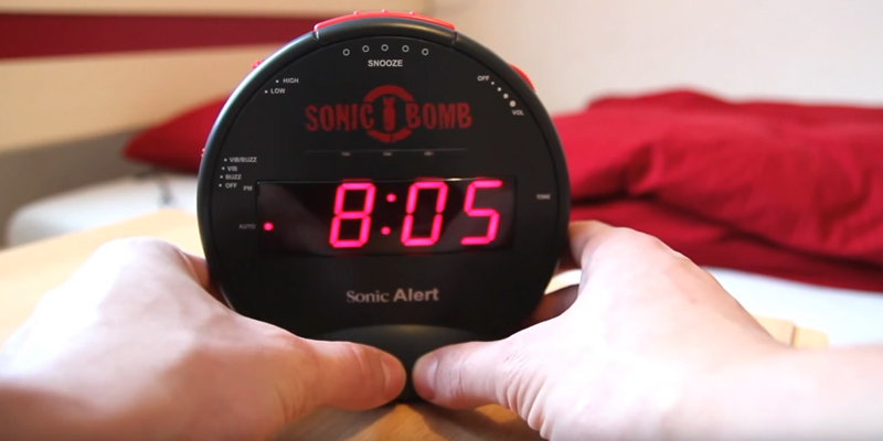 Sonic Alert SBB500SS Alarm Clock with Bed Shaker in the use