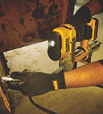 Review of DEWALT DCGG571M1 20-volt MAX Lithium Ion Grease Gun