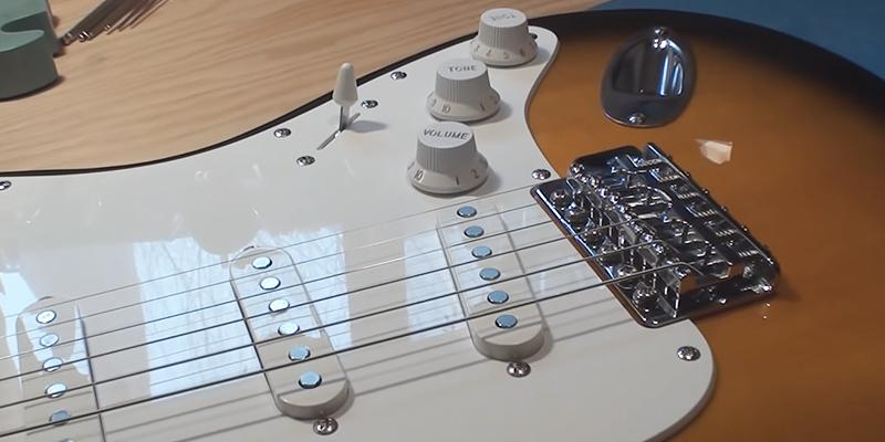 Detailed review of Squier Strat Beginner Rosewood Fingerboard