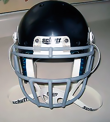 Review of Schutt Sports 798004 Youth Recruit Hybrid Football Helmet