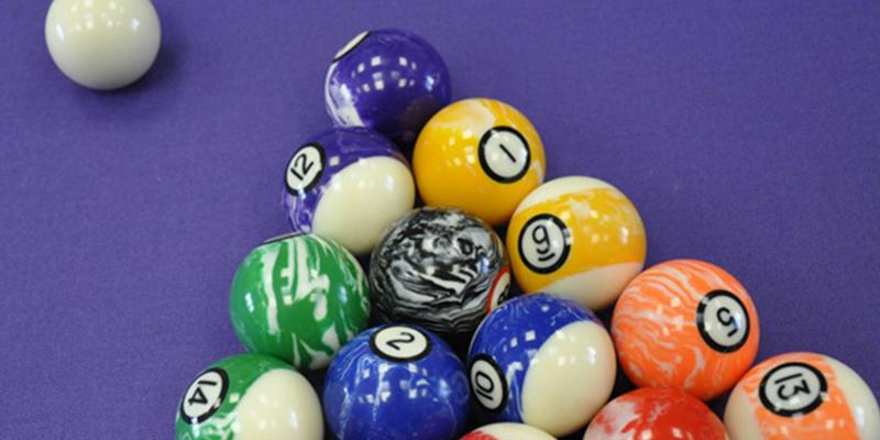 Iszy Billiards Marble/Swirl Style Pool/Billiard Ball Set in the use