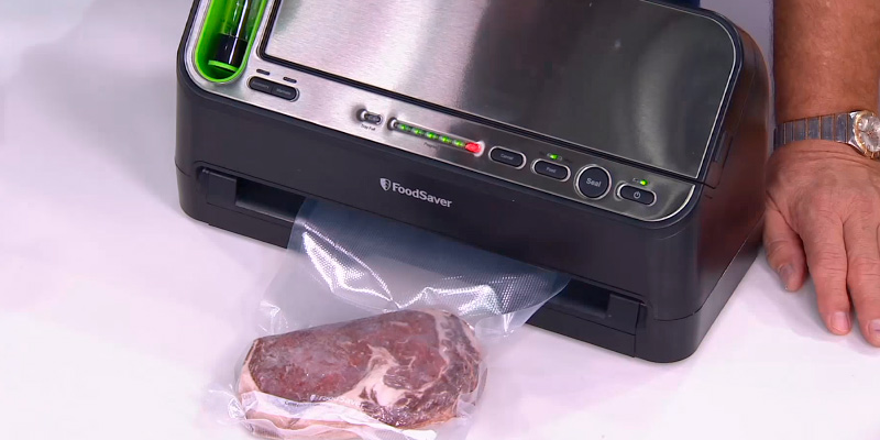 Review of FoodSaver V4440 2-in-1 Automatic Vacuum Sealing System with Bonus Built-in Retractable Handheld Sealer & Starter Kit