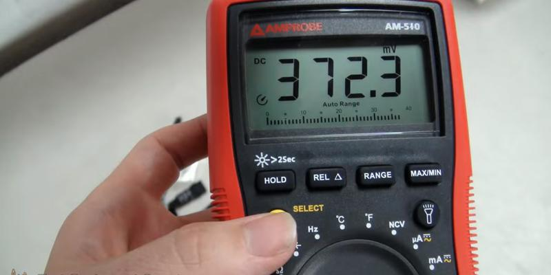 Amprobe AM-510 With Non-Contact Voltage Detection in the use