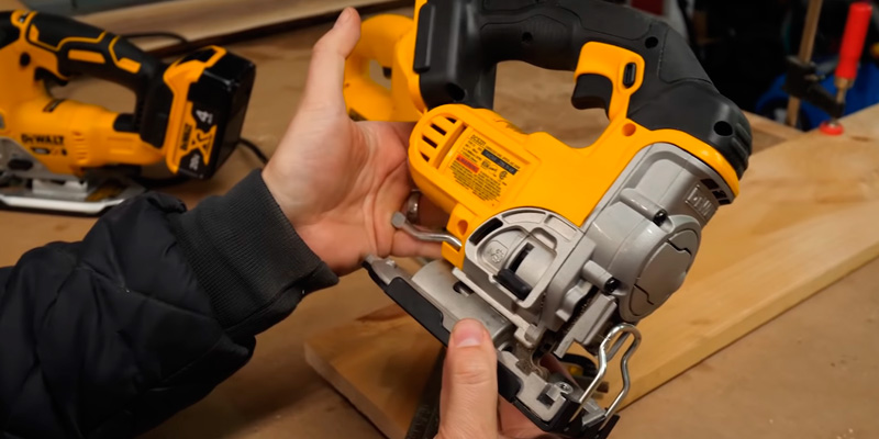 Detailed review of DEWALT DCS331M1 Lithium Ion Kit