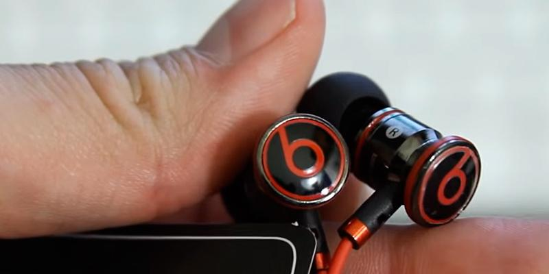 Beats by Dr.Dre OMEL-MR-PN-6694832 in Ear Head Phones in the use