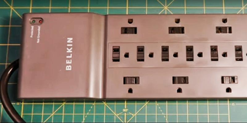 Belkin BE112230-08 Multi Outlet Surge Protector in the use