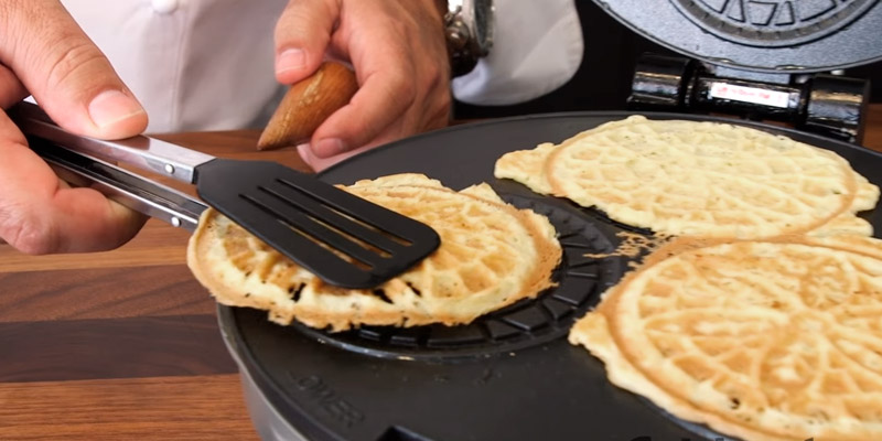 Cuisinart CPP-200 Chef Pancake/Crepe maker in the use