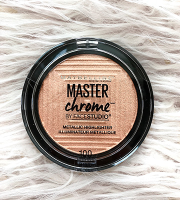 Review of Maybelline New York Master Chrome Metallic Highlighter Powder