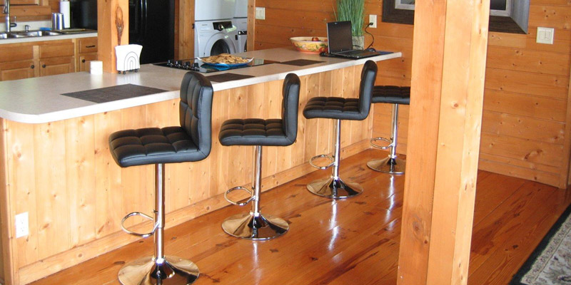 Roundhill Swivel Adjustable Hydraulic Bar Stool in the use