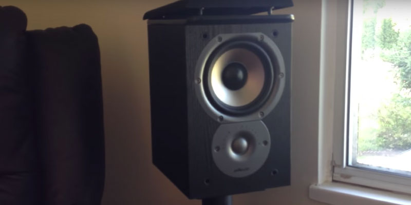 Polk Audio TSi100 Bookshelf Speakers in the use