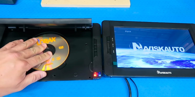 Review of NaviSkauto Dual Screen Portable DVD Player