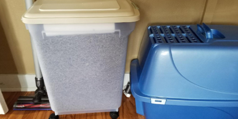 Review of IRIS USA, Inc. 300682 Airtight Pet Food Storage Container