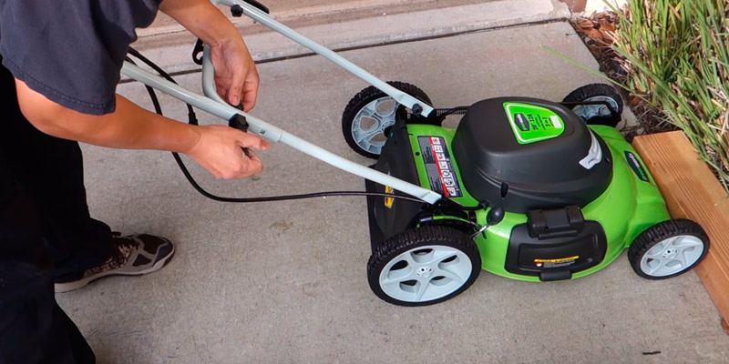 Review of GreenWorks 25022 20-Inch 12 Amp Corded Lawn Mower