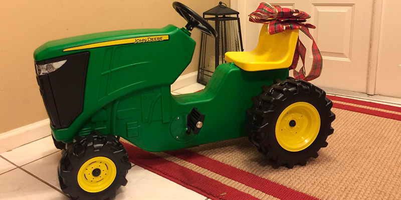 Review of TOMY John Deere Plastic Pedal Tractor Green