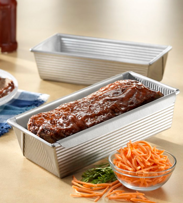 Review of USA Pan 1157LF Bakeware Aluminized Steel Meat Loaf Pan with Insert