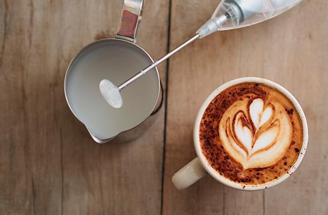 Best Automatic and Manual Milk Frothers to Make Coffee-based Drinks