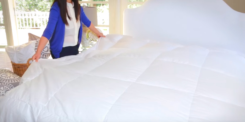 Review of Utopia Bedding Comforter Quilted Comforter with Corner Tabs