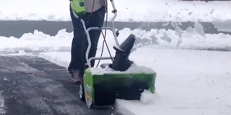 Review of GreenWorks 2600202 Corded Snow Thrower With Light Kit