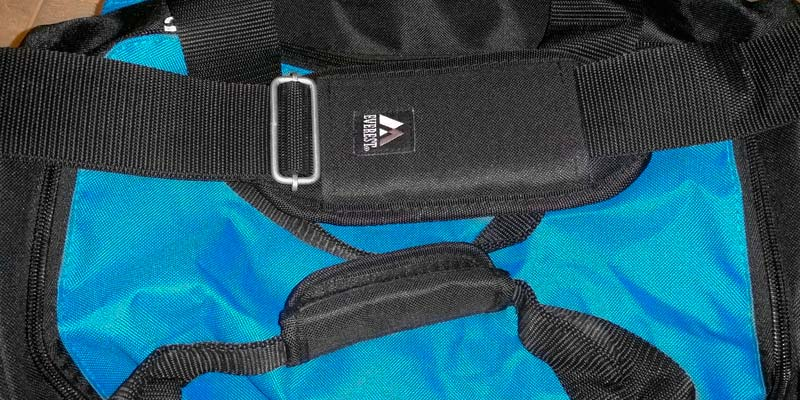 d1ec208b4a Everest S223-BK Gym Bag with Wet Pocket in the use