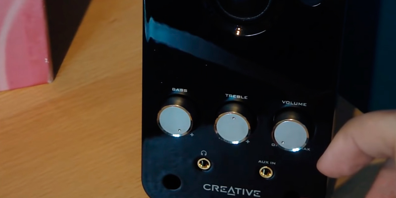 Creative Labs 51MF1610AA002 Multimedia Speakers for Laptop in the use