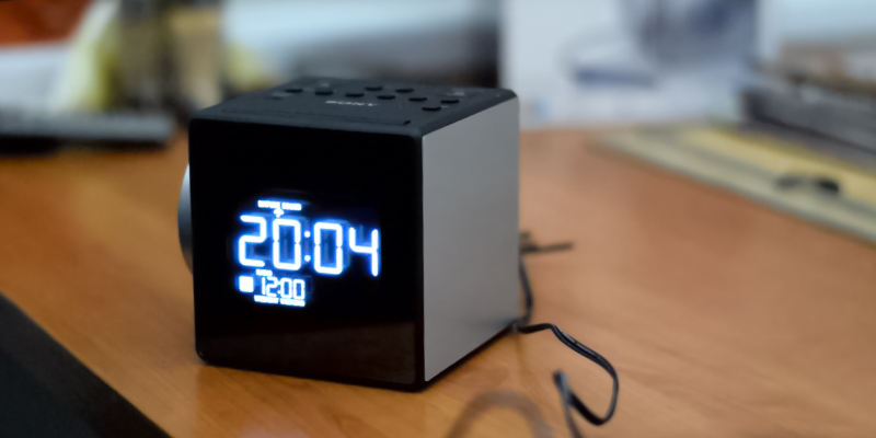 Detailed review of Sony ICF-C1PJ Clock Radio with Time Projector
