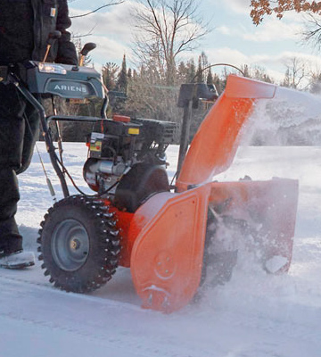 Review of Ariens ST28DLE Deluxe Two-Stage Electric Start Gas Snow Blower