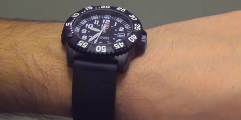 Detailed review of Luminox 3051 Men's EVO Navy SEAL Colormark Watch